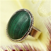 Srebrny pierścionek z dużym malachitem
