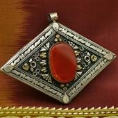 Turkmenistan: duży wisior z karneolem