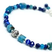 Delikatna bransoletka z niebieskich kamieni