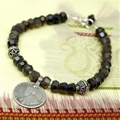 Czarny labradoryt i stara moneta z Indii