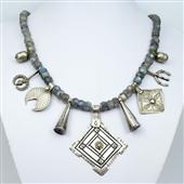 Berber: naszyjnik z labradorytu i srebra