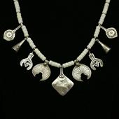 Berber: naszyjnik z białego korala i srebra