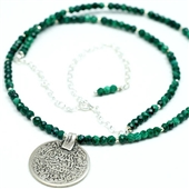 Delikatny naszyjnik malachit i arabska moneta
