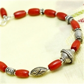 Czerwony koral i srebro. Bransoletka etno