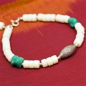 Biały koral: bransoletka etno