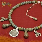 Berber: księżycowy naszyjnik z labradorytu