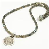 Naszyjnik labradoryt i srebrna spirala (amulet)