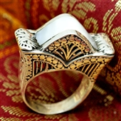 Lotos i kamień księżycowy. Srebrny pierścionek