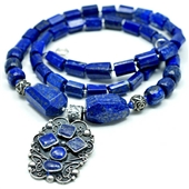 Lapis lazuli. Naszyjnik z wisiorem