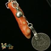 Wisior ze srebrną monetą i koralem