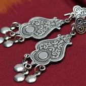 Srebrne długie orientalne kolczyki