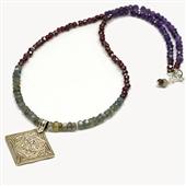 Długi kolorowy naszyjnik z kamieni i srebra